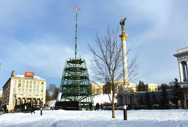 Демонтаж главной елки Киева 2013