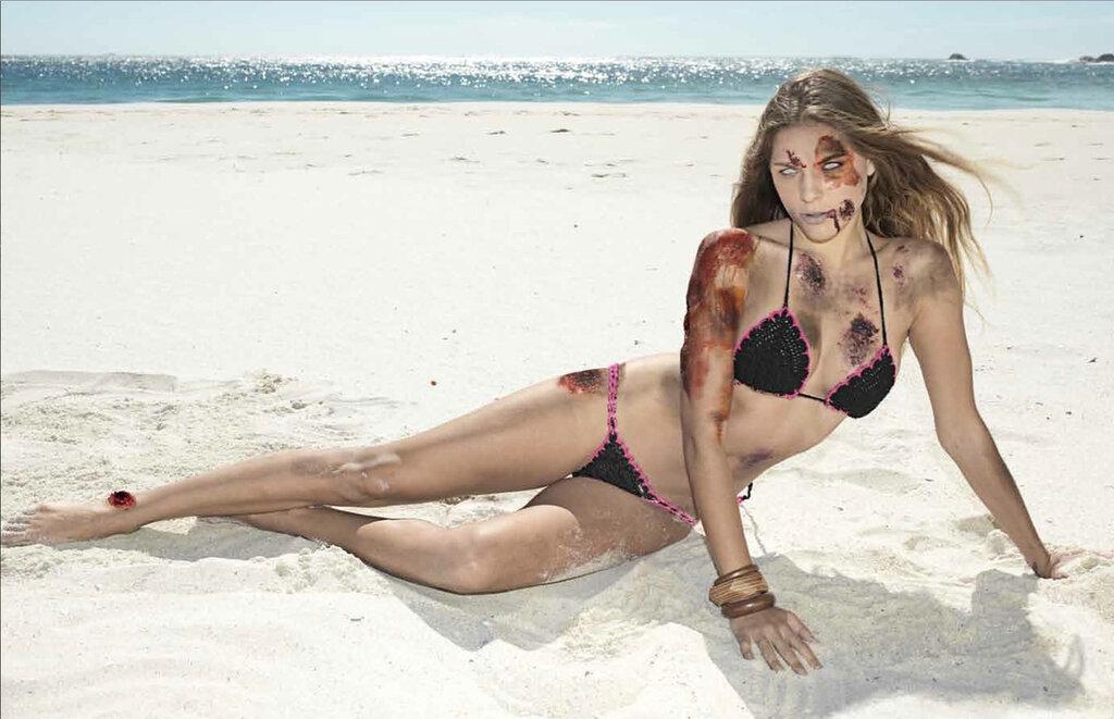 Календарь: Секси зомби в бикини 2013