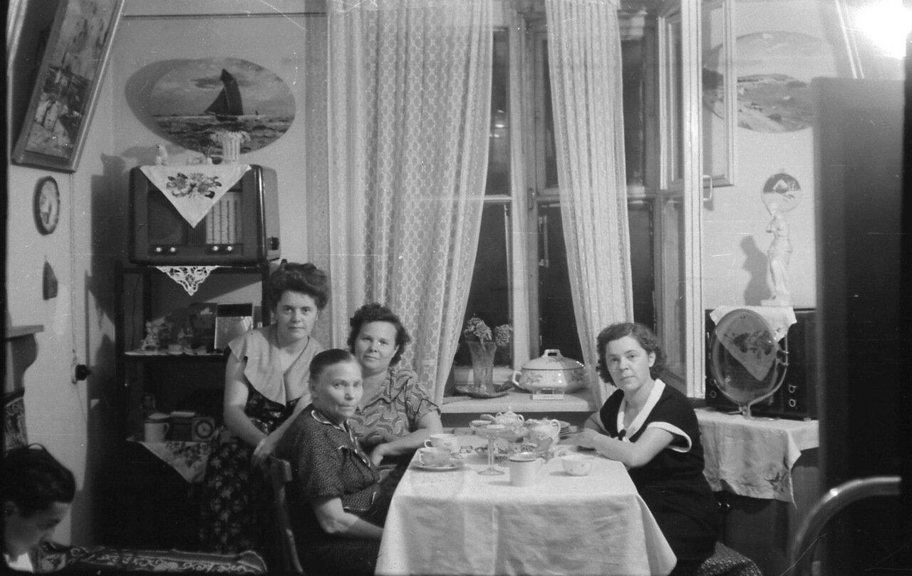 6.1959, Омск, ужин перед отъездом в отпуск