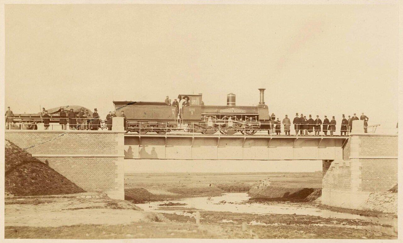Тепловоз Варшавской железной дороги на мосту через реку Мичавка, 1866