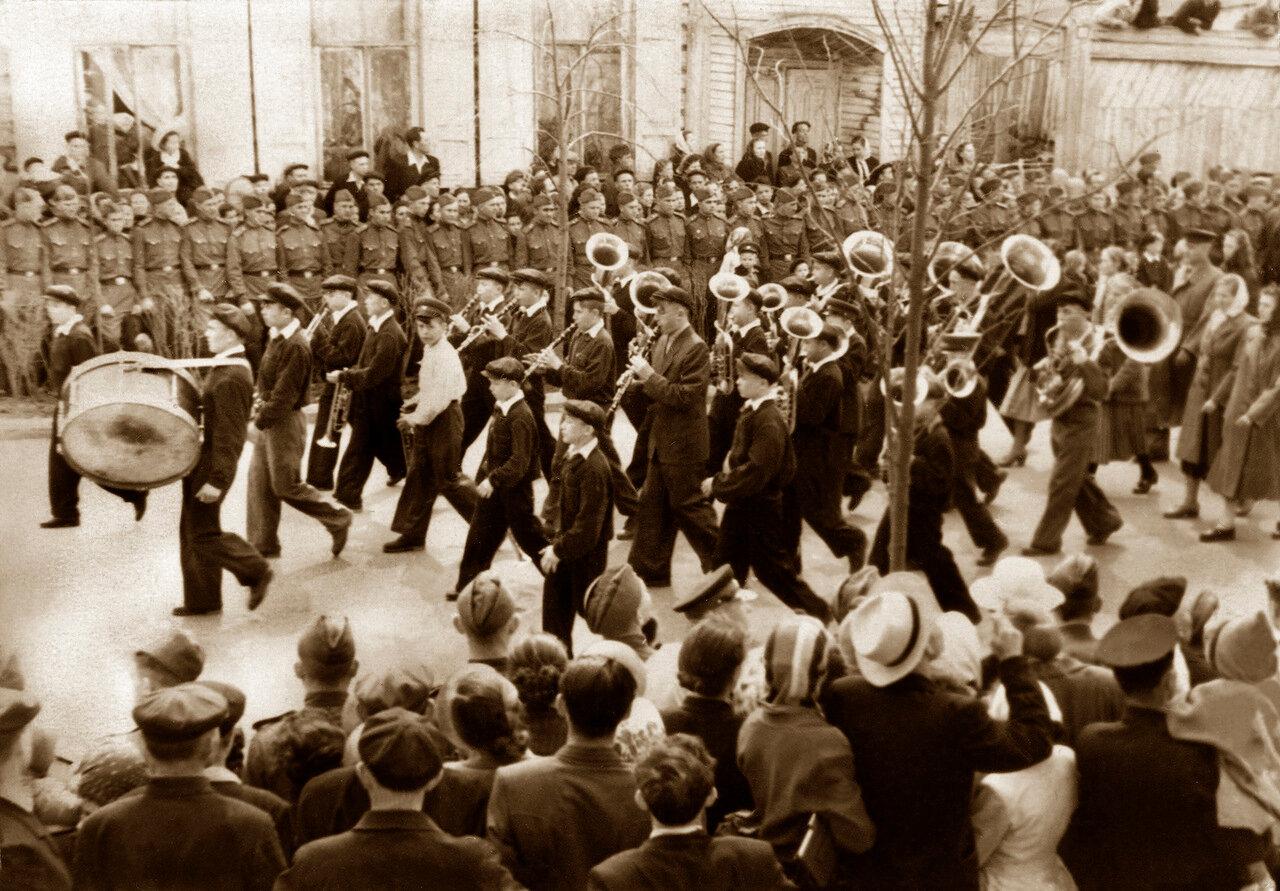 1958. На майской демонстрации детский дом №2 им.В.Ленина