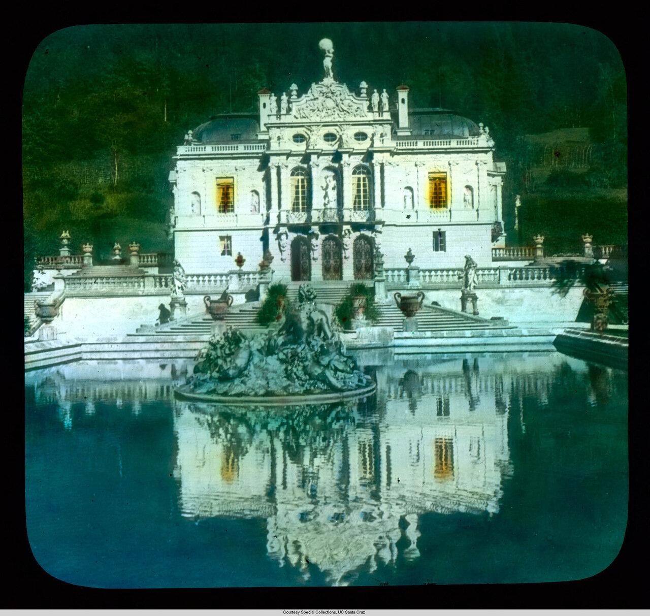 Бавария. Дворец Линдерхоф, фонтан Нептуна ночью