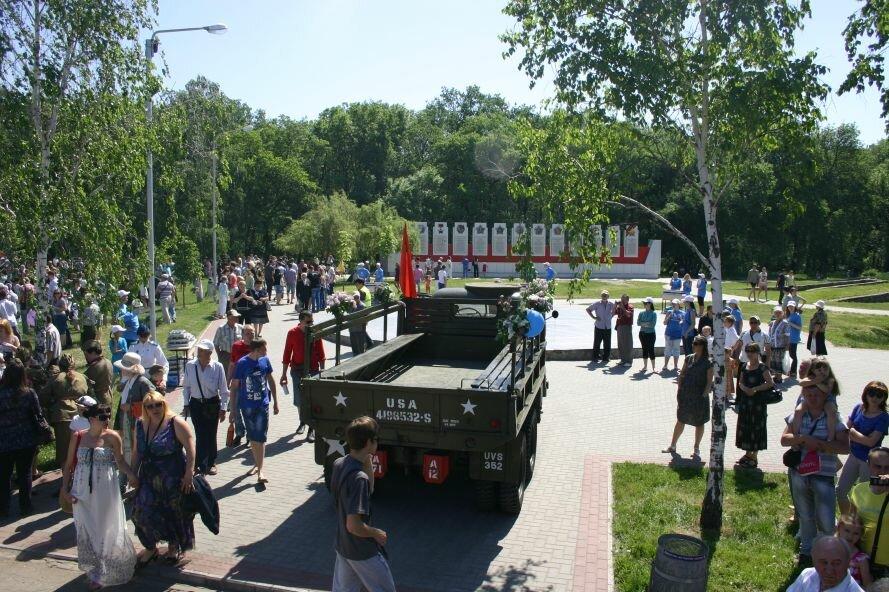 В парке Победы пели военные песни и пробовали полевую кухню, фото-2
