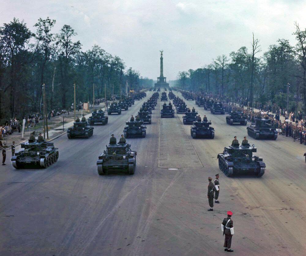 Allied victory parade in Berlin 07-09-1945a.jpg