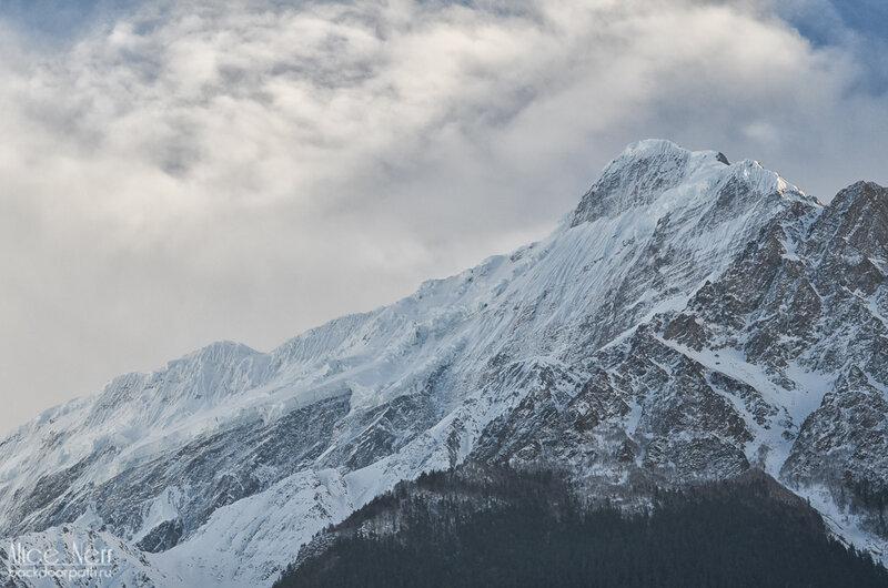 снежники вокруг нашего палаточного лагеря, Гималаи, Непал
