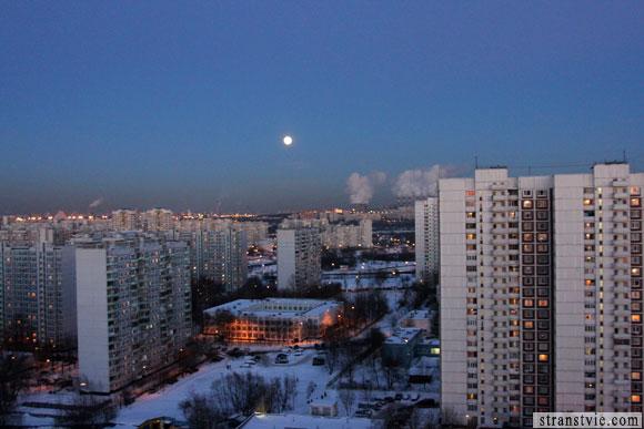 восход полной луны в городе москва