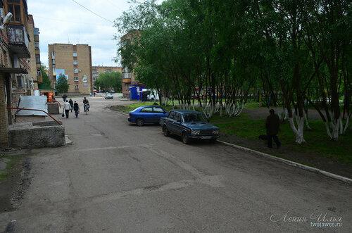 Фотография Инты №8037  Двор Воркутинской 12 02.07.2015_16:58