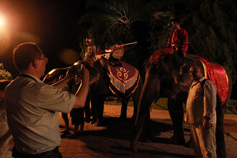 FantaSea - шоу со слонами на Пхукете. Сколько стоит билет