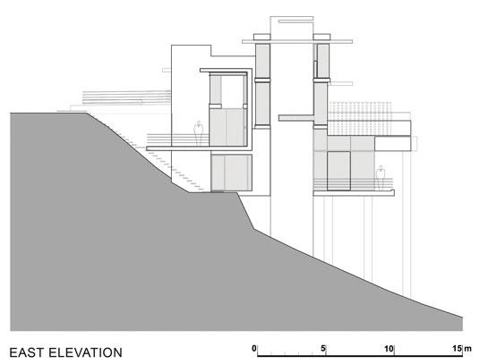 Трехэтажный особняк на склоне горы от SAOTA