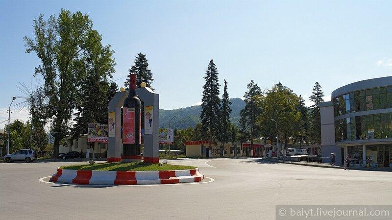 Центральная площадь Амбролаури