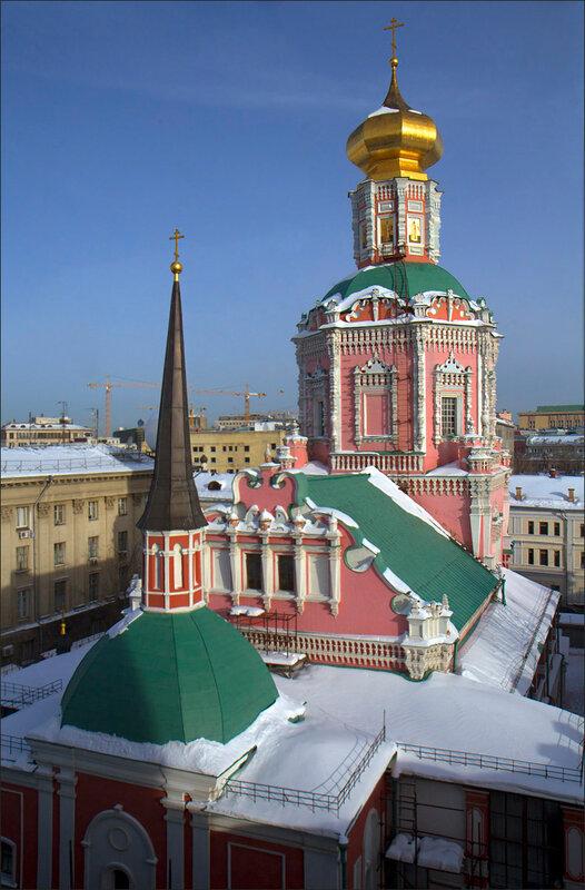 Купола Храма Богоявления бывшего Богоявленского монастыря .