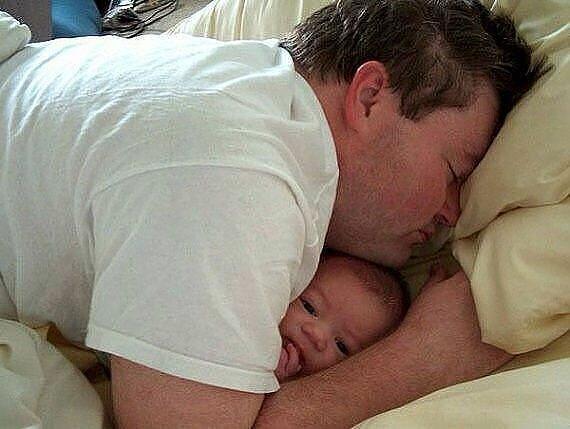 Kako tate čuvaju decu :) 0_7b4ff_5b7f5a7d_XL