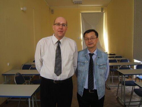 После выступления перед молодежью: PR-технолог с 28-летним стажем А. Юркин  и принимающая сторона - доктор филологических наук,  профессор Максим Николаевич Ким (23 апреля 2013)