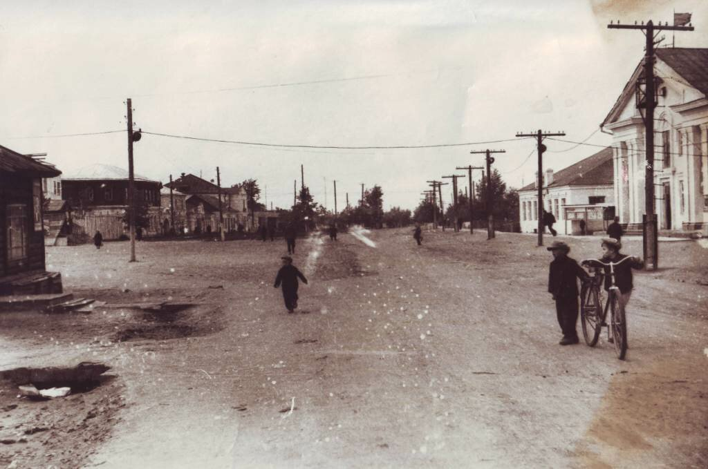 Вид на центр поселка со стороны железно-дорожного вокзала