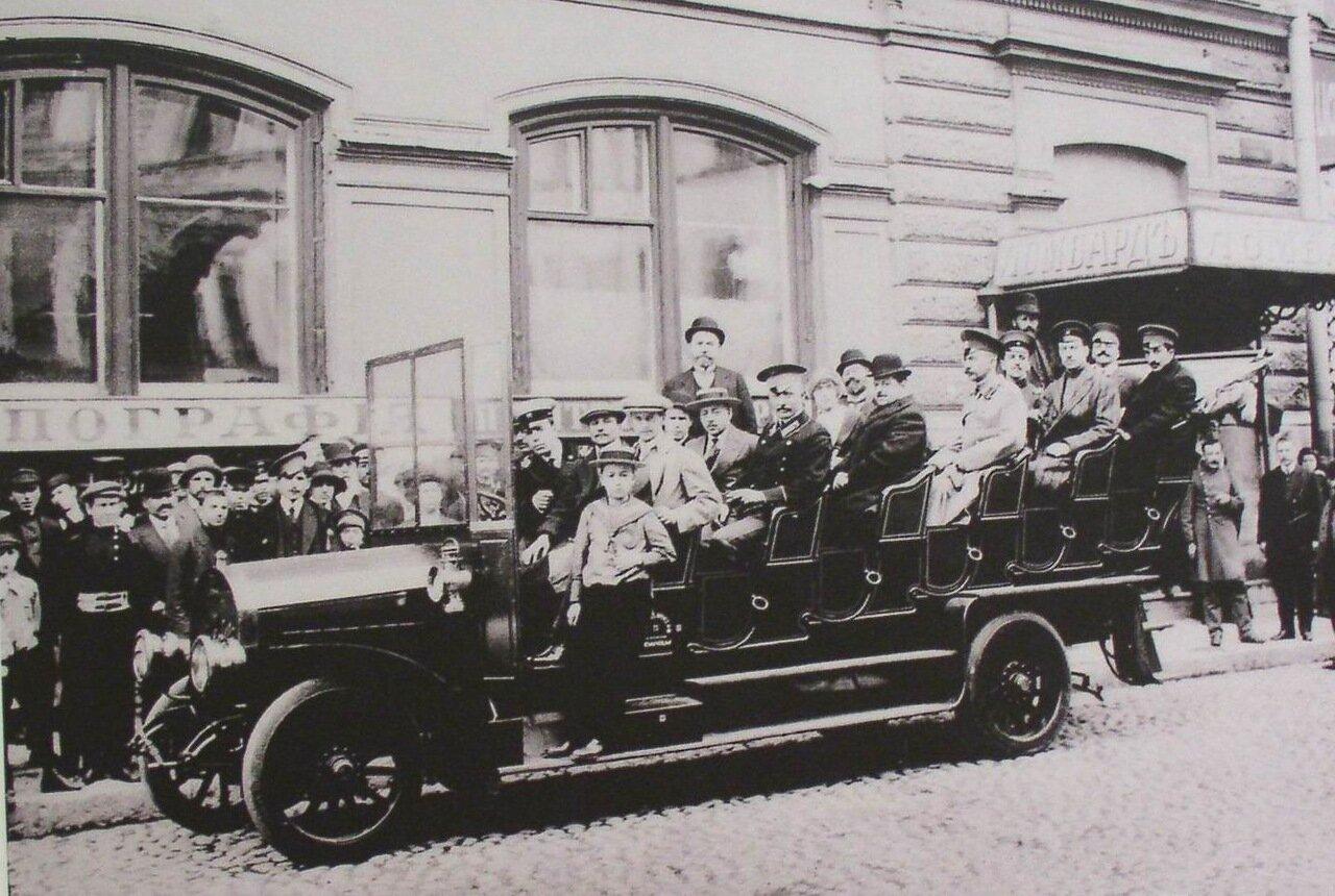 Открытый многоместный автобус на Владимирском проспекте, 1911 год