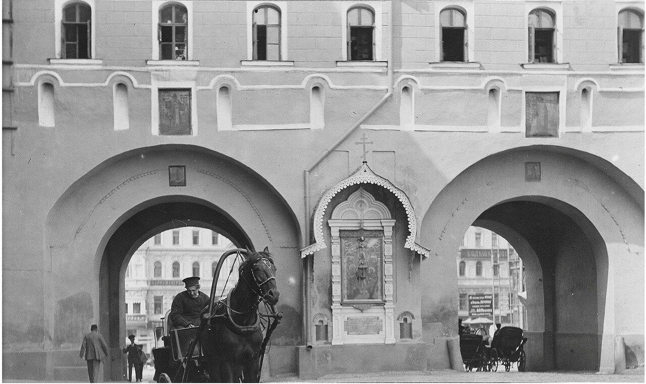 631. Воскресенские ворота