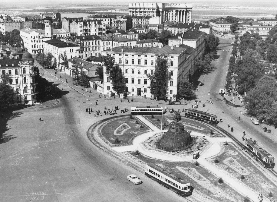 1951.05.20. Панорама площади Богдана Хмельницкого (ныне Софиевская площадь). Фото: Мельник М.А.