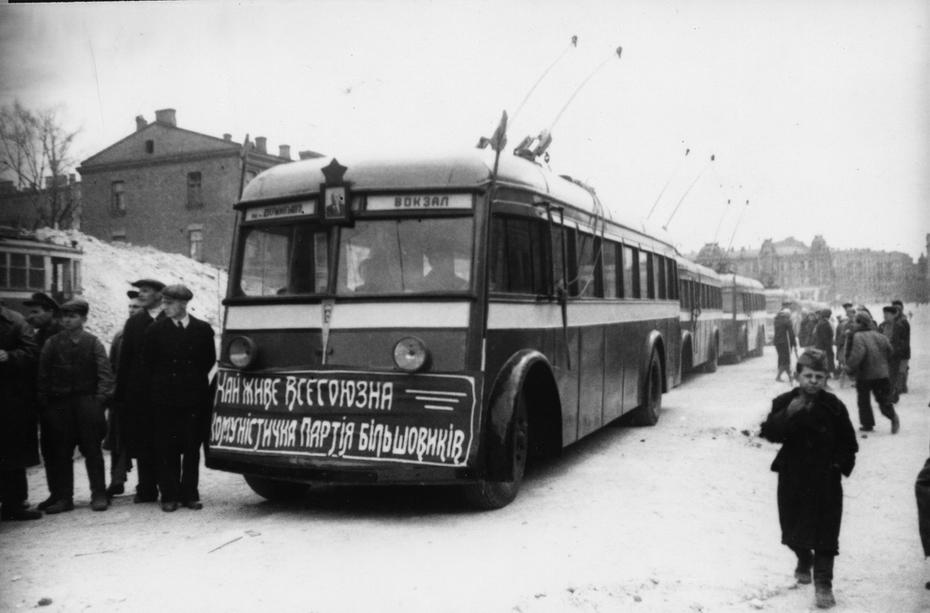 1944.11. Открытие движения троллейбусов по довоенному маршруту