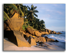 Сейшелы. Rocks on a beach in the Seychelles. Фото IS_2 - Depositphotos