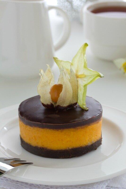 Pumpkin cheesecake with chocolate.