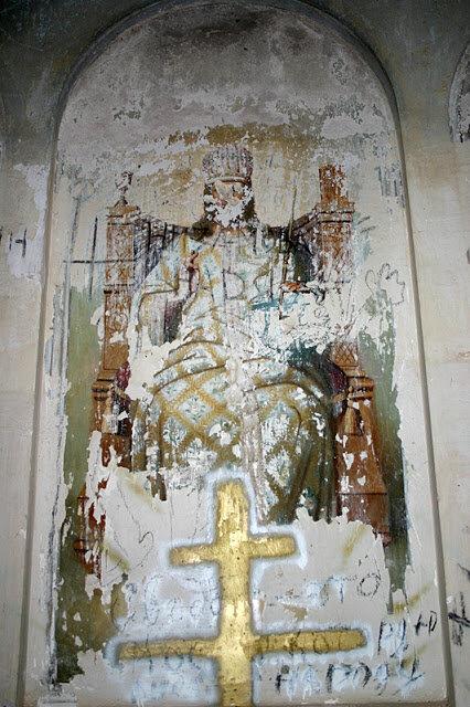 Сохранившаяся роспись на стенах храма (15.04.2013)