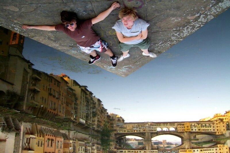 Несколько забавных иллюзий на фотографиях, связанных с поворотом камеры