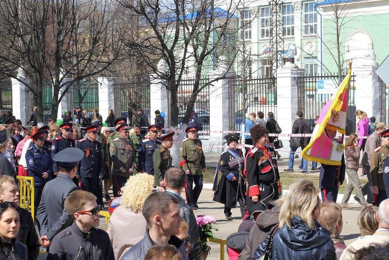 Вятские казаки (?) на демонстрации в День Победы