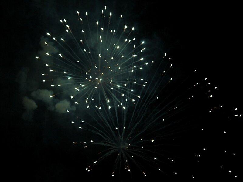 Праздничный фейерверк 9 мая в Кирове в честь Дня Победы