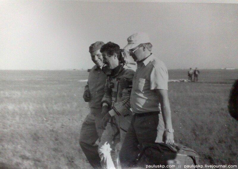Любительские фотографии советских космонавтов после приземления 0_72157_be1826ee_XL