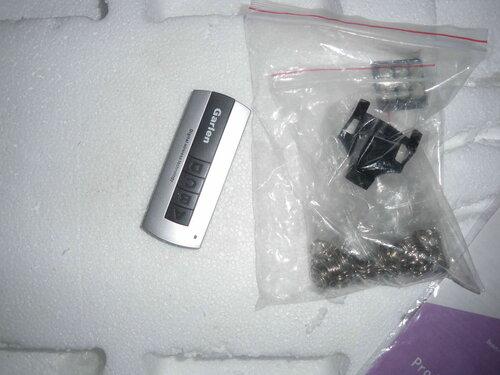 Фото 6. Пульт дистанционого управления с подставкой в упаковке.