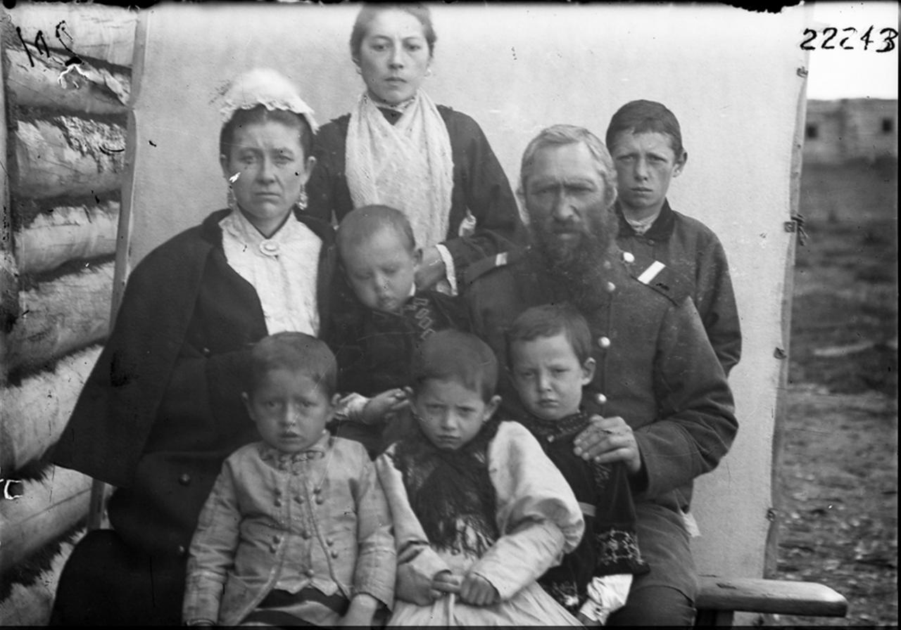 Семья казака из Среднеколымска, 1900