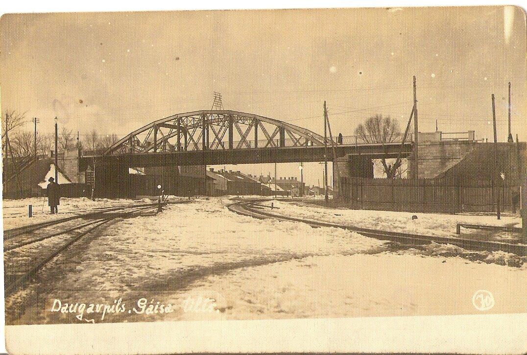 25 августа 1902 года, на местепереезда по улице Шоссейной был построен новый воздушный мост, второй путепровод,соединил Новый Форштадт с Новым Строением