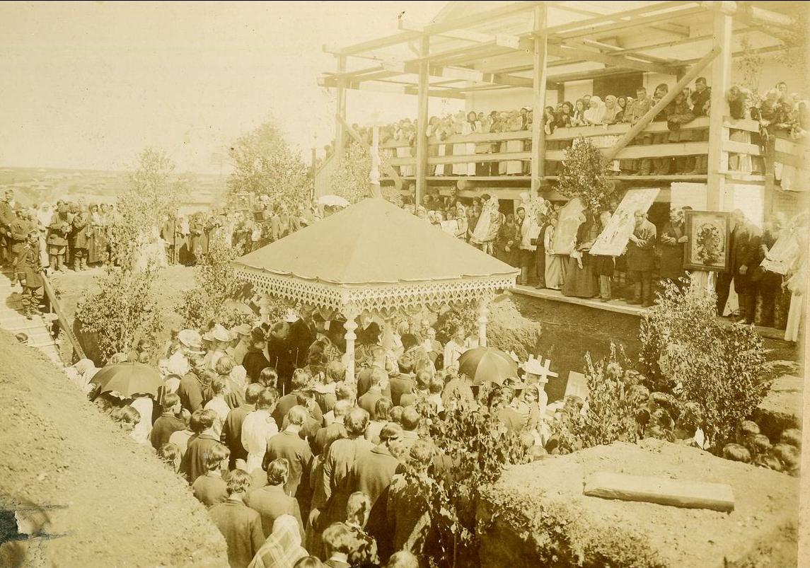 Закладка Богоявленской церкви в Майкоре. 1902 год