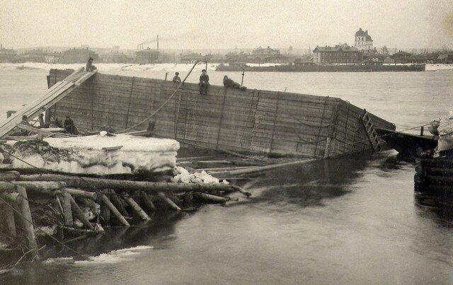 Спуск стапеля кессона №1. Март 1933г.