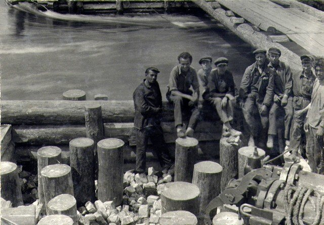 На ряже №1 после забивки свай. Апрель 1935г.