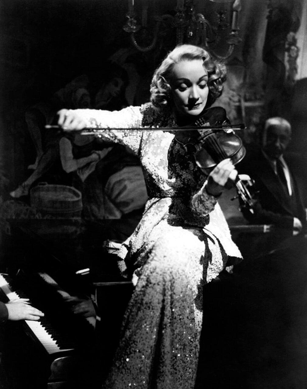 Marlene Dietriech 1948 - On Set Of 'A Foreign Affair'