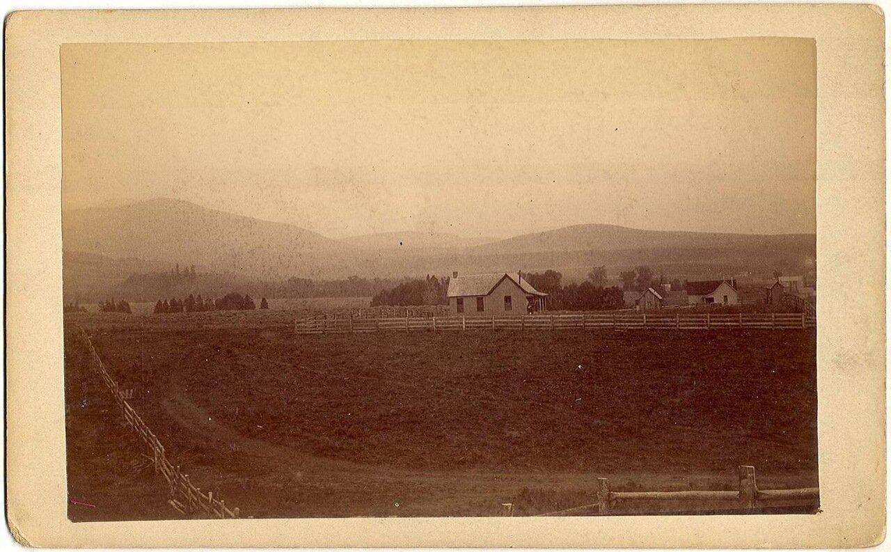 К юго-востоку от Бревенчатого дома