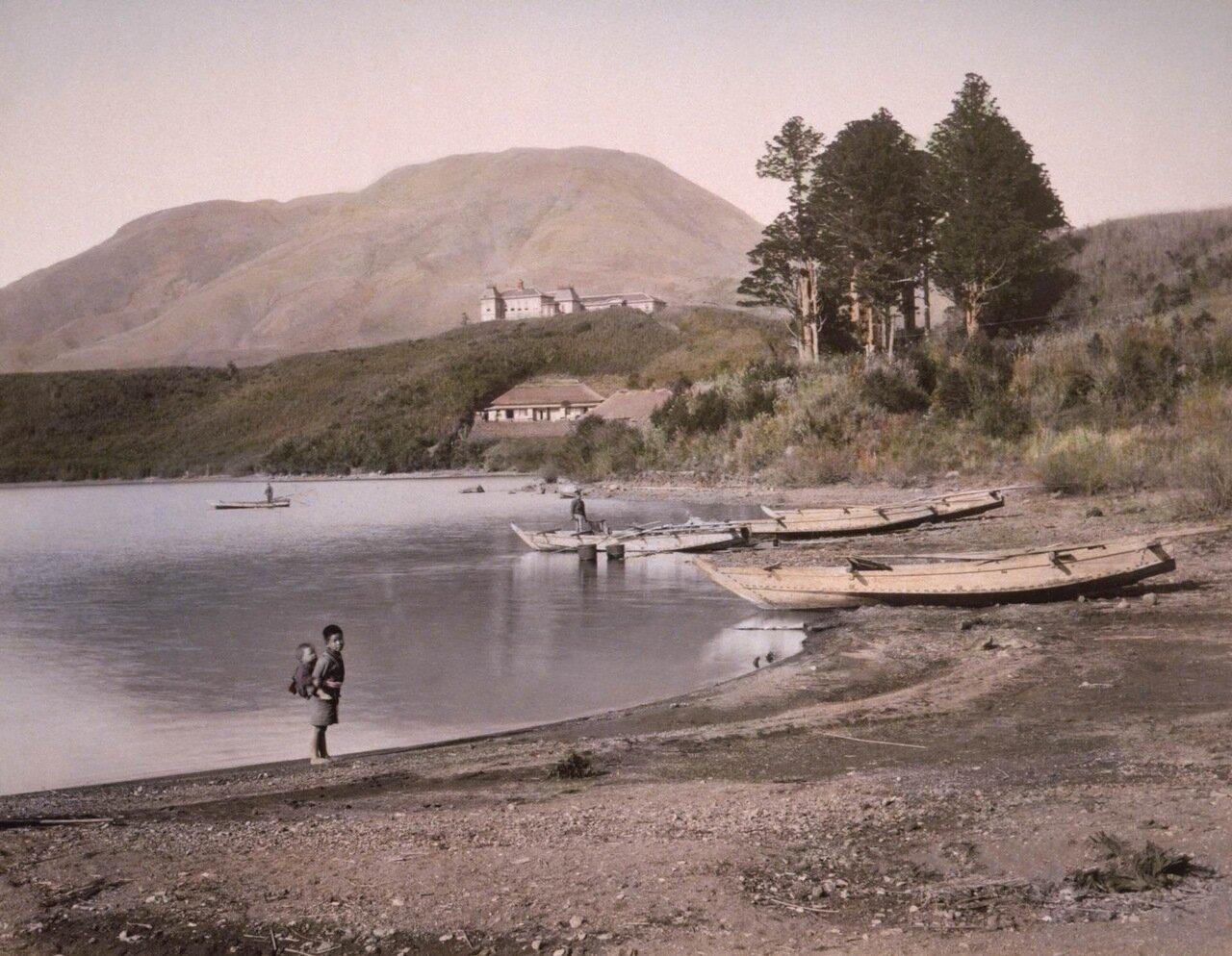 Береговая линия озера Аси. Хаконе, 1890 г.