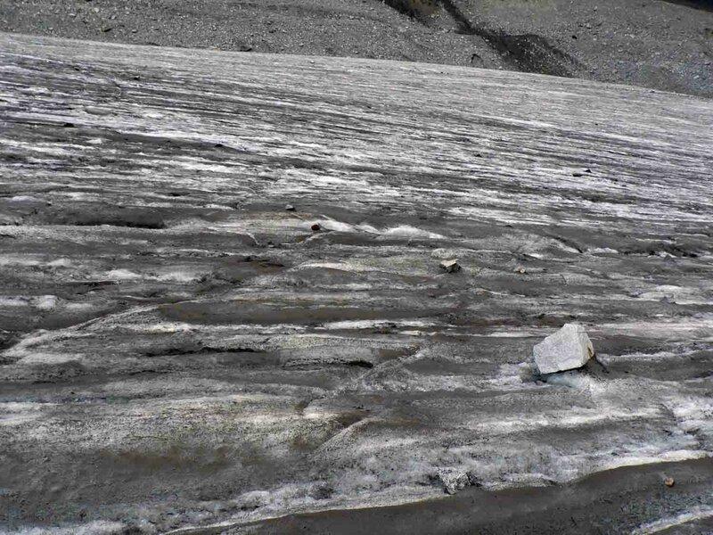 Мельников Сергей, Ледник Восточный Аксу, явно видно, что ледник «течёт»