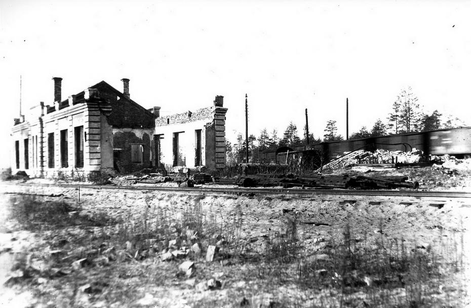 """1946. Руины строения компрессорной на станции """"Дарница"""""""