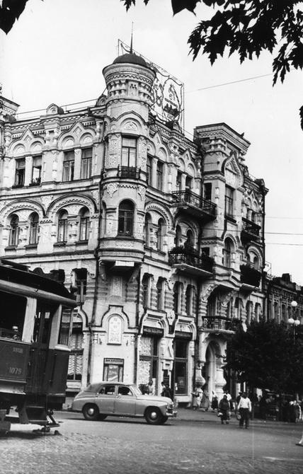 1953. Угол улицы Пушкинской и площади Льва Толстого