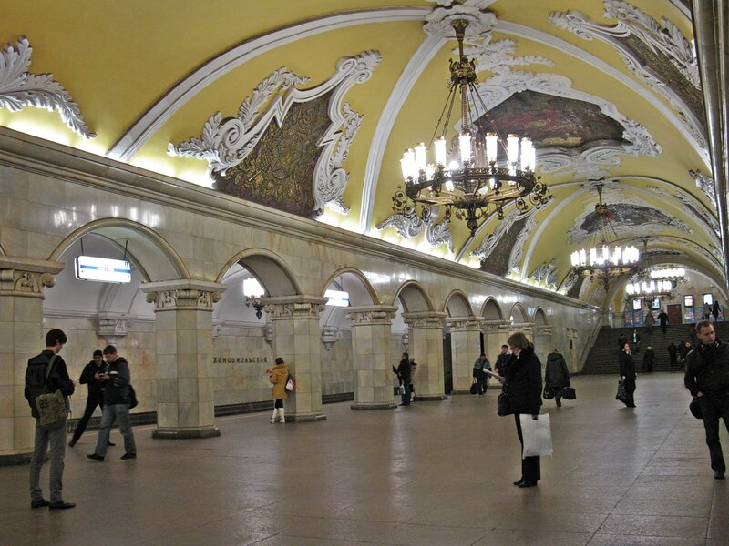 Станция м. Комсомольская (кольцевая).