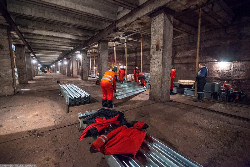 На станции метро «Спартак» началась работы по огораживанию платформы (Фото)