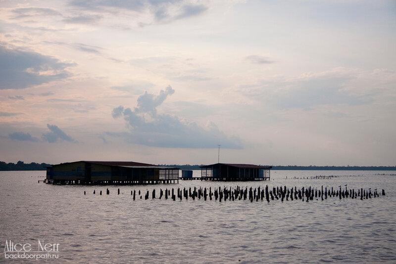 домики на воде на озере Марокайбо, венесуэла