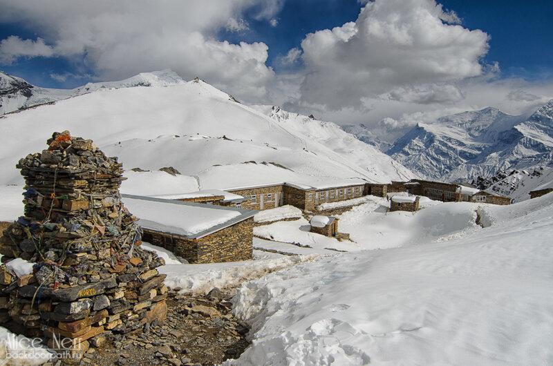 High Camp, высота 4900 метров, гималаи, трек вокгруг аннапруны, отель под снегом, горы