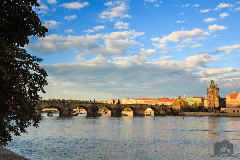 Карлов мост – пешеходный мост и галерея искусств