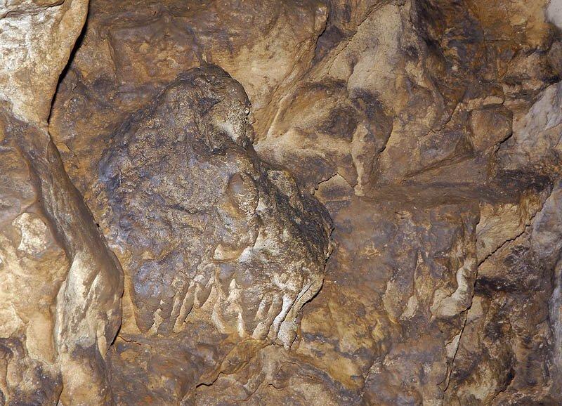 Образования на стенах пещеры (07.05.2013)