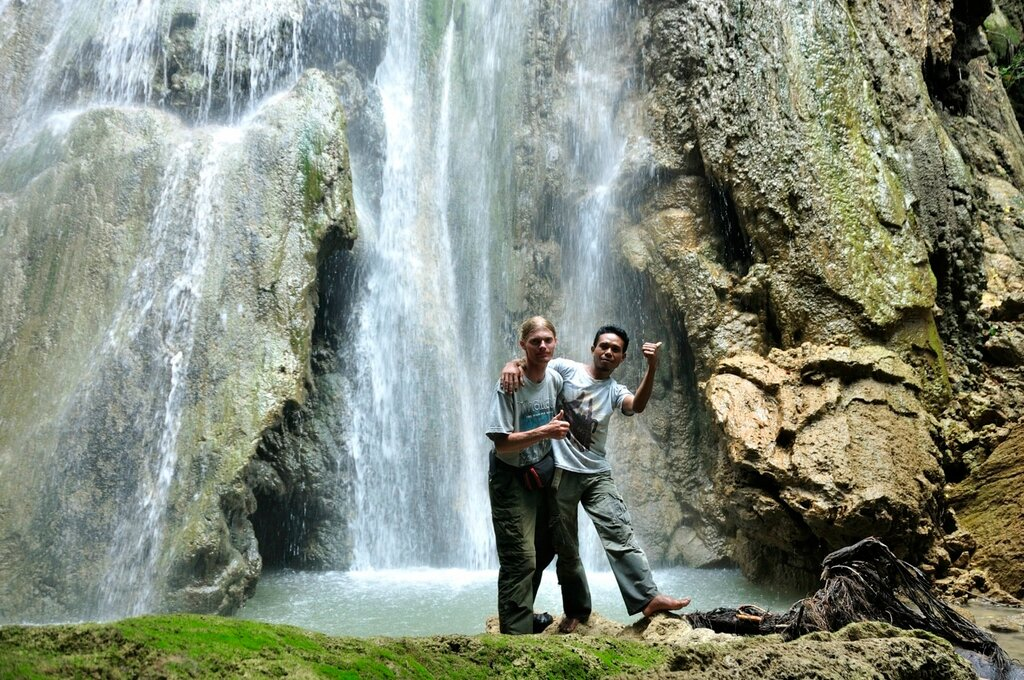 Buntang Iren Waterfall на острове Флорес