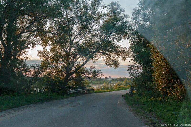 Дорога к Старорязанскому понтонному мосту через Оку