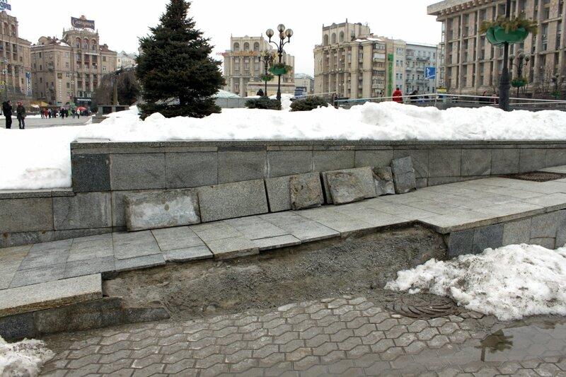 Разрушение дорожного покрытия на Майдане Незалежности